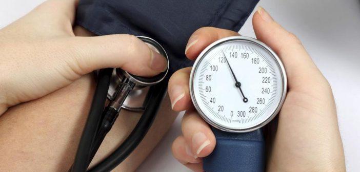 pressione alta sintomi cause rimedi naturali valori normali pressione arteriosa cosa mangiare e cibi da evitare ipertensione