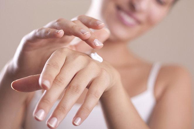 Risultati immagini per rimedi naturali contro le mani screpolate