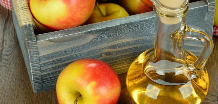 Aceto di mele: proprietà, benefici per la salute, utilizzi e controindicazioni. Scopri le proprietà curative e terapeutiche dell'aceto di mele, quali sono i benefici per la nostra salute, come utilizzare l'aceto di mele in cucina e cosmetica, i rimedi naturali contro alcuni disturbi e se ci sono degli effetti collaterali dovuti ad un eccessivo consumo
