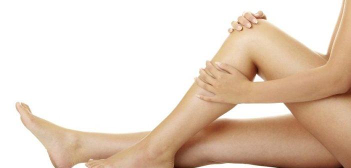 Gambe gonfie e pesanti: cause e rimedi naturali. Scopri quali sono le cause delle gambe stanche, pesanti e gonfie, cosa fare e cosa non fare, consigli utili e i migliori rimedi naturali contro le gambe gonfie, pesanti e stanche.