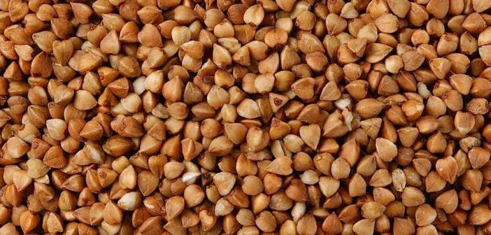 Grano Saraceno: proprietà, benefici, usi e controindicazioni. In questo articolo puoi scoprire le proprietà del grano saraceno, i benefici per la salute, gli usi in cucina o come rimedio di bellezza, le controindicazioni e gli effetti collaterali.