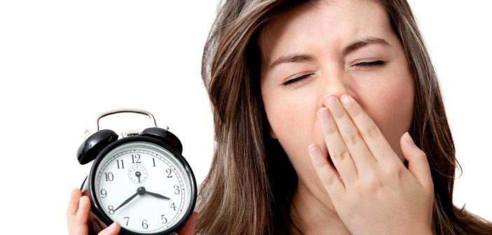 Stanchezza eccessiva (sindrome da fatica cronica): cause e rimedi naturali. Scopri quali sono le cause della stanchezza cronica, cosa fare, cosa mangiare e i migliori rimedi naturali contro la stanchezza eccessiva.