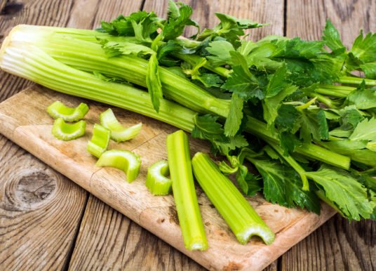 Sedano: proprietà, valori nutrizionali, calorie, come coltivarlo e cucinarlo